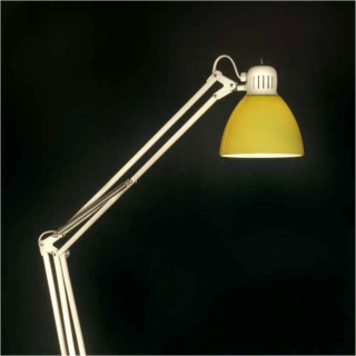 Lámpara Luxo L-1 pantalla de cristal (imagen: www.glamox.com)