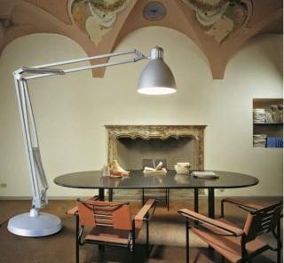 Lámpara Luxo L-1 versión pie (gigante) (imagen: www.glamox.com)